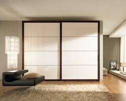 chambre a coucher porte coulissante decoration garde robe de chambre à coucher porte coulissante