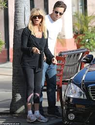 goldie hawn is treated to a thanksgiving lunch by family as
