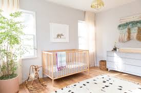 natural and traditional nursery room design style introducing