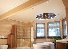 deckenle für badezimmer eine decke in einem feuchten raum worauf sollen sie achten