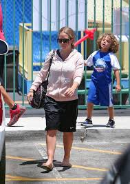 kendra wedding ring kendra wilkinson steps out sans wedding ring amid affair