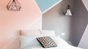 peindre mur chambre déco chambre créer une tête de lit en peinture originale côté maison