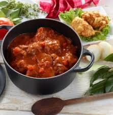 cuisiner joues de porc recette joues de porc à la provençale beignets de légumes bigard