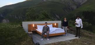 dans la chambre d hotel on rêve d y dormir la chambre d hôtel en plein air grazia