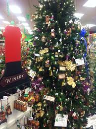 tree decorating themes i run for wine
