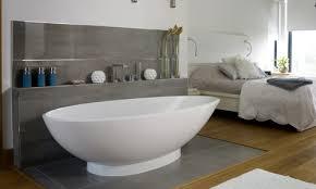 baignoire dans chambre albert quand la baignoire s invite dans la chambre