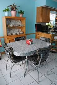 like the 50 u0027s 60 u0027s diner style table and chairs tiny home small