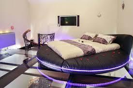 chambre avec lit rond lit rond led idées décoration intérieure