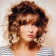 Hochsteckfrisuren Locken Kurze Haare by Lässige Lockige Halbe Hochsteckfrisur Im Undone Look