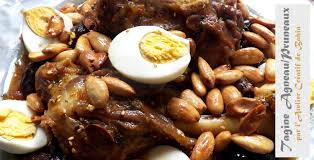 cuisiner l agneau recette tagine savoureux à l agneau aux pruneaux et amandes ou