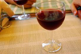 sur la table wine glasses verre à vin sur la table de restaurant images gratuit sur 4 free