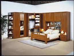 chambre a coucher avec pont de lit chambre lit pont but table salle a manger et chaises chambre