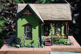 determining dollhouse scale and sizes of miniatures