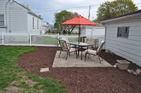 Pea Gravel Concrete Patio by Diy Patio Pavers And Pea Gravel Mulch Sod Cutter Patio Pavers