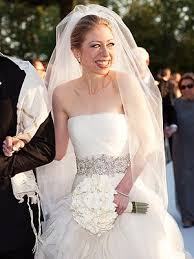chelsea clinton wedding dress the scoop on chelsea clinton s wedding gown and what bill and