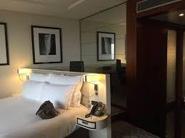 bureau complet cambre avec coin bureau et wifi gratuit dans l hôtel au complet il