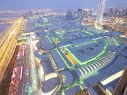 world u0027s largest viewing panel in dubai mall aquarium 23 photos