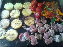 cuisiner a la plancha plancha de filet mignon de porc marinés poivrons et galettes de