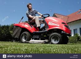 riding lawnmower stock photos u0026 riding lawnmower stock images alamy