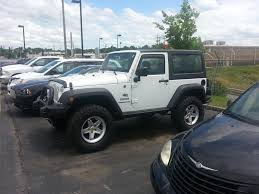 stock jeep vs lifted jeep looking for pictures of 285 75r17 nitto trail grappler on 07 jku