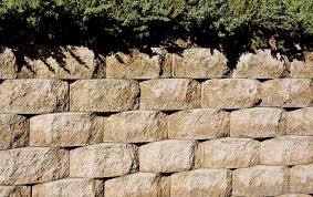 what is an interlocking retaining wall with picture