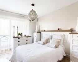chambre romantique avec un mur beige photos et idées déco de