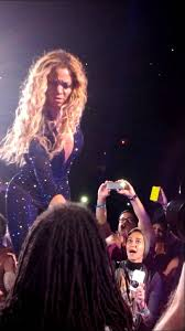 Beyonce Concert Meme - beyonce the mrs carter show ecstatic fan on the mic july 1 2013