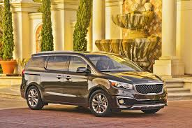 2015 minivan 2017 kia sedona vs 2016 chrysler town u0026 country compare cars
