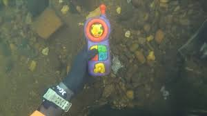 and jewelry found 2 phones knife and jewelry underwater in river scuba