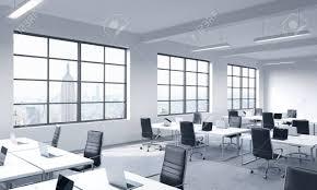 entreprise bureau les lieux de travail d entreprise équipés par des ordinateurs