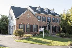 colonial style house in ijamsville sells for 670 000 real