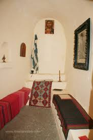 chambre de moine visite du monastère de chrysoskalitissa cellule de moine