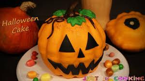 Pumpkin Halloween Cake by