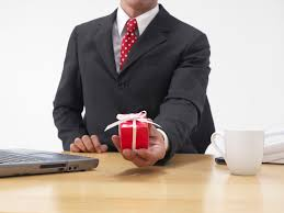 etiquette of exchanging gifts at the office