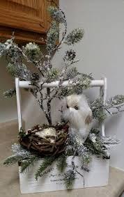Florist Decorated Christmas Wreaths by Best 25 Christmas Floral Arrangements Ideas On Pinterest