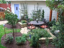 space in small front yard very landscaping designed with creative