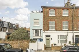 skinny house in hammersmith for sale for 855k surprisingly