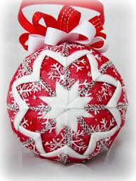 tutorial on how to make these quilted ornaments use