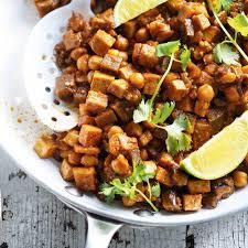 cuisiner des aubergines cari d aubergine de tofu et de pois chiches ricardo