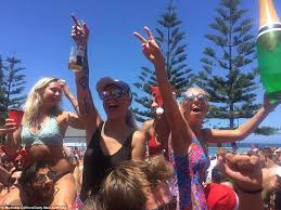 australian celebrate on the as heatwave sweeps