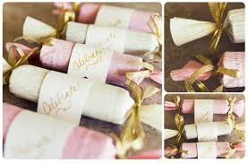 do it yourself wedding favors candy poppers diy wedding favors2 xnzpuv jpg