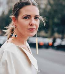 mismatched earrings trend photos trend alert the mismatched earrings trend you to try