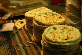 la cuisine pakistanaise file peshawari roti pakistan jpg wikimedia commons