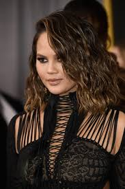 chrissy teigen u0027s new haircut deserved its own award at the 2017