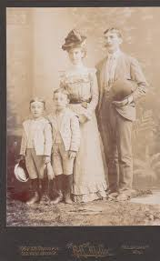 Milwaukee Cabinet Family Of Four Milwaukee Wisconsin Victorian Portrait 1800s