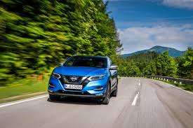 nissan qashqai automatic review nissan qashqai suv review carbuyer
