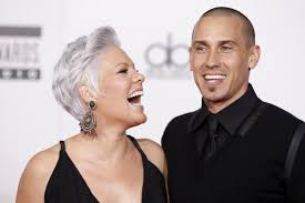 carey hart hair pink and carey hart welcome second child together