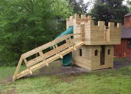 download your free castle playhouse plans https unmplyd