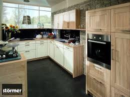 küche neu gestalten eiche küche modernisieren was beachten tipps infos hier