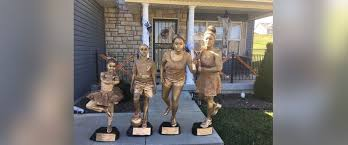 missouri family dresses up as trophies for halloween and the
